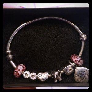 Jewelry - 🌹Cute charm bracelet🌼